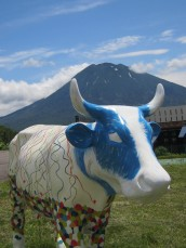 Kids design 'Mini Moos' to join CowParade Niseko